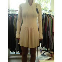 sukienka przed kolano, z długim rękawem, z kapturem VERSO