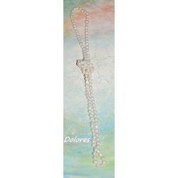 Długi sznur białych pereł słodkowodnych o średnicy około 8 mm