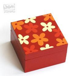 pudełeczko - czerwone kwiatuszki