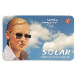Szkła plastikowe, sferyczne fotochromowe Solar indeks 1.56 (10% cieńsze). Utwardzone z wielowarstwową powłoką antyrefleksyjną oraz warstwą hydrofobową, która zmniejsza efekt parowania.