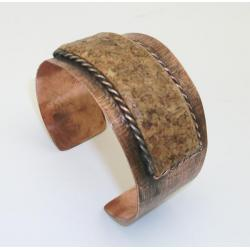 Gustowna miedziana bransoleta z naturalnym korkiem
