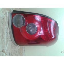 Toyota Avensis prawa lampa kombi tył