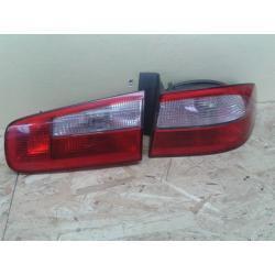 Renault Laguna II HB prawa lampa tył błotnik + klapa