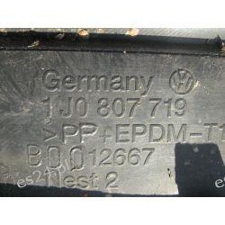 VW Golf 4 przednia listwa zderzaka oryginał