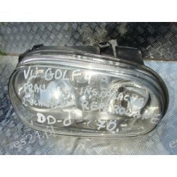 VW Golf IV prawa lampa +instalacja, uchwyty reperowane Lampy tylne