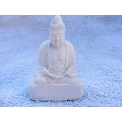Budda medytujacy na podeście