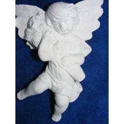 Aniołek z naręczem kwiatów