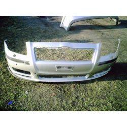 Zderzak przedni Toyota Avensis 2002-2006...