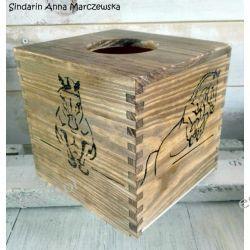 Drewniany, ręcznie wypalany chustecznik z końmi
