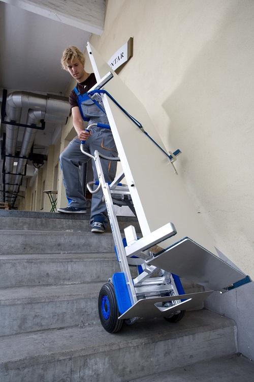 transport drzwi po schodach